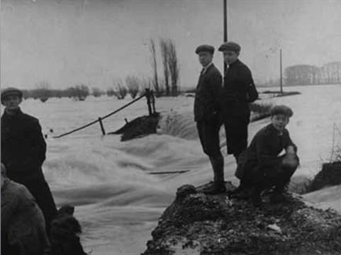 Overstroming dijk