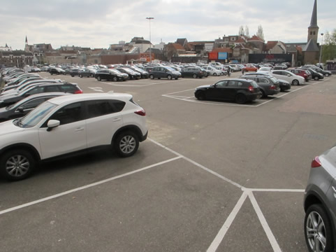 Parkeerplaats zonder groen