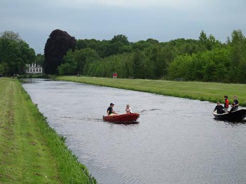 Varen op kanaal van landgoed