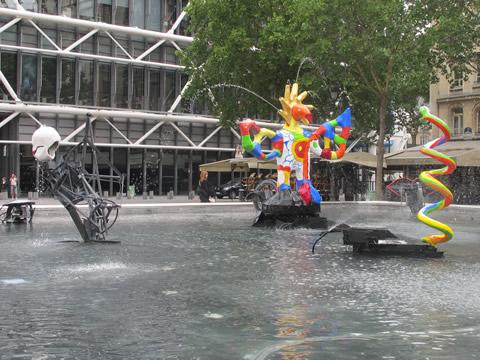 Vijver bij Centre Pompidou